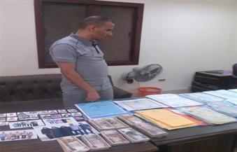 القبض على طالب بتهمة تزوير كمية كبيرة من الأوراق الرسمية والمحررات العسكرية في الفيوم