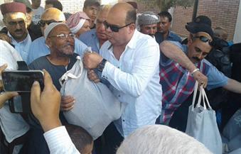 بالصور.. توزيع 18 طن مواد غذائية و1200 بطانية وكرتونة رمضانية على أهالي مدينة الحمام بمطروح
