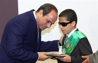 """طفل كفيف يتبرع بـ 5 آلاف جنيه من جائزته في حفظ القرآن الكريم لـصندوق """"تحيا مصر"""""""