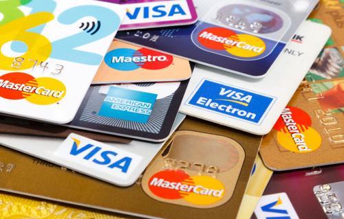 ضبط شخص للاستيلاء على بيانات البطاقات الائتمانية الخاصة بالمواطنين وإجراء عمليات شرائية