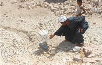 """بالصور.. لـ 5 أشهر.. الجفاف يضرب 6 قرى بدشنا.. والمواطنون ينظمون """"رحلات هجرة"""" بحثا عن المياه"""