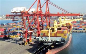 ميناء الأدبية يستقبل معدات كهرباء الرياح بحمولة 8 آلاف طن
