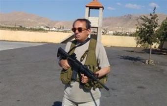 الصورة أثارت جدلاً.. الملحن اللبناني ملحم بركات يحمل سلاحًا آليًا لمحاربة داعش
