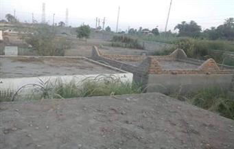 أهالي بمركز دشنا: مياه الصرف الصحي لمصنع السكر تقتحم المقابر.. ومسئول: المشكلة تنتهي خلال أيام