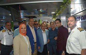 بالصور.. وزير السياحة ومحافظ البحر الأحمر يتفقدان ميناء الغردقة السياحى