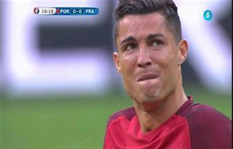 بالدموع.. كريستيانو رونالدو يخرج مصابًا من نهائي يورو 2016