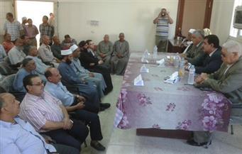 بالصور.. محافظ أسيوط يطالب الجمعيات الأهلية بالمشاركة في محو الأمية