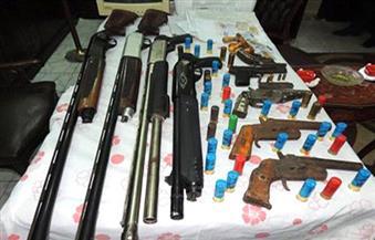 ضبط 3 خفراء يتاجرون في أسلحة آلية وذخيرة بأبو النمرس