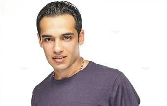 """رامي جمال يطرح """"واقفة جنبي"""" بمناسبة عيد الأم"""