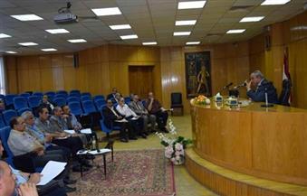 بالصور.. محافظ المنيا يُطالب الأوقاف بتنظيم قوافل دعوية للقرى الملتهبة بالخصومات الثأرية والطائفية