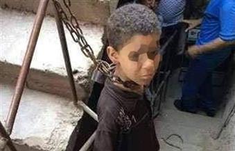 حبس الأب المتهم بتقييد ابنه بالسلاسل لأكثر من شهر بالدقهلية 4 أيام