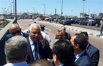 بالصور.. وزير النقل يستعرض موقع مشروع الوصلة الحرة بين ميناء الدخيلة والطريق الدولى الساحلي