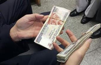 بالصور.. سائق بمصر للطيران يعثر على 15 ألف جنيه ويعيدها لراكب قبل مغادرته مطار الغردقة