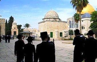 عشرات المستوطنين يقتحمون الأقصى وسط حراسة الشرطة الإسرائيلية