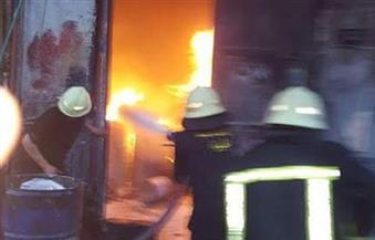 بالصور..السيطرة على حريق في مصنع  كيماويات بأكتوبر
