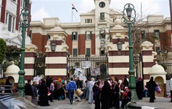 أولياء أمور يتظاهرون أمام محافظة القاهرة بسبب عدم قبول أبنائهم برياض الأطفال
