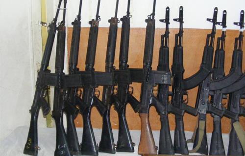 ضبط  قطع أسلحة نارية بينهم بندقيتين آليتين بالمنيا