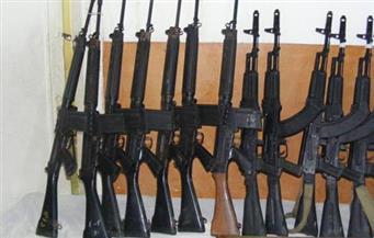 ضبط 7 قطع أسلحة نارية بينهم بندقيتين آليتين بالمنيا