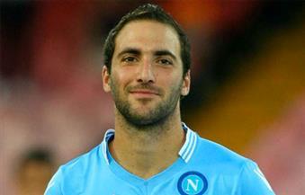 غضب مشجعي نابولي ومارادونا بسبب قرب انتقال هيجوين ليوفنتوس في صفقة تاريخية
