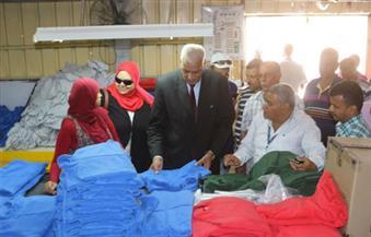 محافظ السويس يتفقد مصنع بلازا للملابس الجاهزة بحى الأربعين