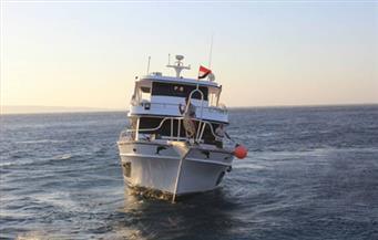 القوات البحرية تنجح فى إنقاذ لنش سياحى أمام مدينة الغردقة وعلى متنه  18 مصريًا