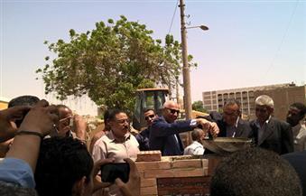 درويش يضع حجر أساس المرحلة الثانية من مشروع تطوير منطقة الصحابي بمحافظة أسوان