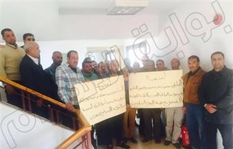 """بالصور.. عاملون بـ""""قناة الساعة"""" يتظاهرون للمطالبة بمستحقاتهم.. وإنذار بالحجز على أموال وأصول القناة"""