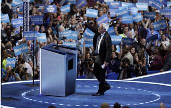 """بيرني ساندرز: هيلاري كلينتون """"يجب أن تصبح"""" الرئيسة المقبلة للولايات المتحدة"""