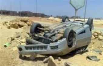 مصرع  شخصين في انقلاب سيارة بطريق إدفو الصحراوي