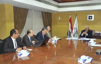 وزير النقل يبحث تطوير قدرات شركات الطرق المصرية