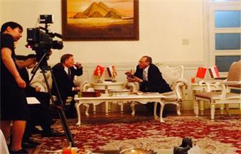 """""""الكشري والطعمية"""" في احتفال السفارة المصرية بعيد ثورة يوليو ومسئول صيني يبدي إعجابه"""