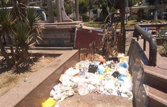بالصور.. مشاهير الإسكندرية محاصرون بالقمامة في حديقة الخالدين