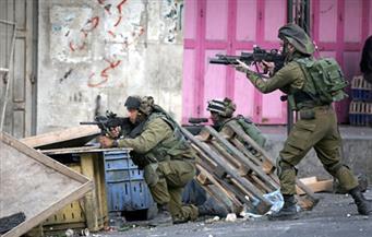 """""""معاريف"""": أوامر للجنود الإسرئيليين بإطلاق الرصاص الحي حال تهديد """"حجارة"""" الفلسطينيين لهم"""