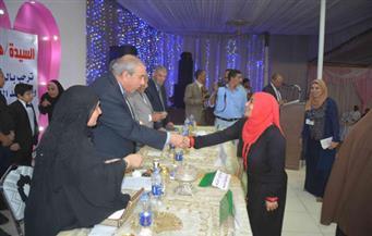 بالصور.. محافظ المنيا يوزع 125جهاز عروسة للفتيات غير القادرات والأيتام