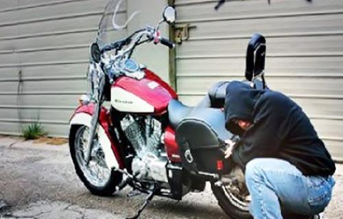 ضبط تشكيل عصابي تخصص في سرقة الدراجات النارية بسوهاج