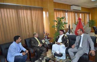 محافظ الإسماعيلية يستقبل منسق العلاقات المصرية الليبية لحل أزمة مصريين بإحدى الشركات الزراعية
