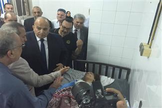 """محافظ الدقهلية ومدير الأمن يتفقدان أحوال مصابي حادث """"ميت غمر- المنصورة"""" والذي راح ضحيته 21 شخصًا"""