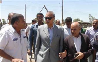 محافظ قنا يتفقد مشروعات مياه الشرب والصرف الصحي بالمدينة ودشنا