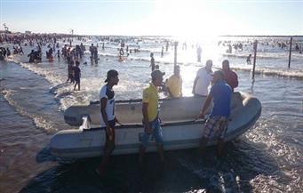 زحام شديد بشواطئ رأس البر.. وتسليم مئات الأطفال التائهين لذويهم