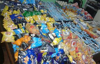 بالصور.. ضبط كميات كبيرة من المواد الغذائية منتهية الصلاحية داخلى محلي سوبر ماركت بالغردقة