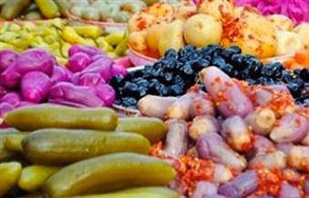 ضبط 47 طن مخللات و 4 أطنان زيت و 15 طن أعلاف ومكملات غذائية فاسدة في حملات تموينية بالجيزة