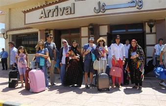بالصور..وصول 142سائحًا إيطاليًا لمطار مرسى مطروح