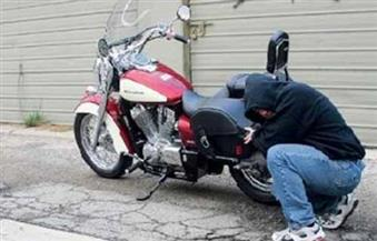 """حبس شابين في اتهامهما بسرقة الدراجات النارية بأسلوب """"توصيل الأسلاك"""""""