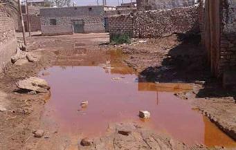 """بالصور.. أهالى قرية """"الرغامة"""" بكوم أمبو يناشدون الرئيس التدخل لإنقاذهم من المياه الجوفية"""