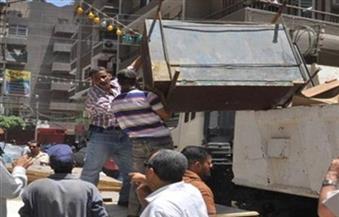 حي حلوان يشن حملة لرفع الإشغالات من أمام المحلات والباعة الجائلين