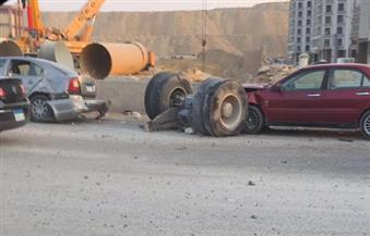 بالصور.. شلل مروري على دائري المعادي بسبب حادث مروري لسيارة نقل ثقيل