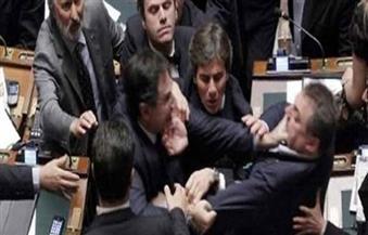 عراك بالأيدي في البرلمان العراقي على خلفية استجواب وزير المالية