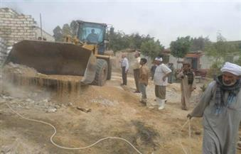 بالصور.. إزالة 31 حالة تعدٍ علي أراضي الدولة في 4 مراكز بأسيوط