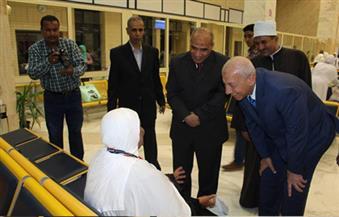 بالصور.. مدير أمن أسوان والمحافظ يودعان الرحلة الأولى من حجاج القرعة