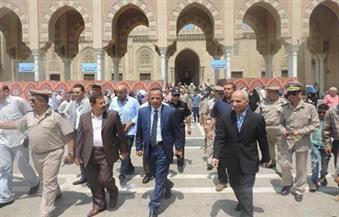 """"""" خبراء المفرقعات"""" يفحصون جسمًا غريبًا بمحيط مسجد السيد البدوي في طنطا"""